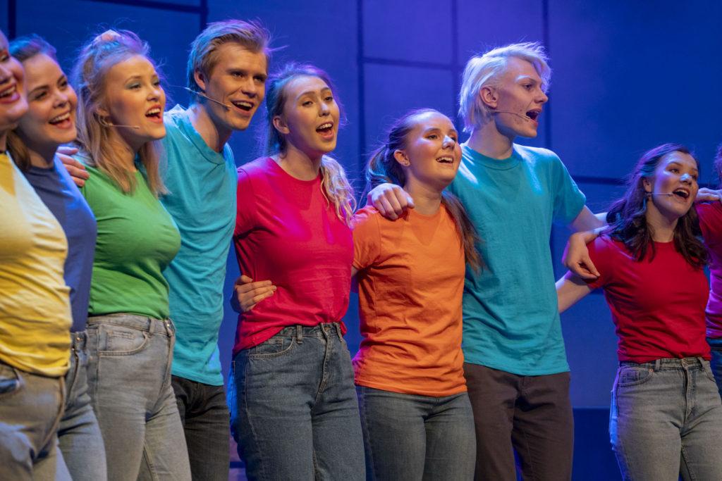 folkehøgskule, sang, samarbeid, samhandling, kreativ, glede, scene,