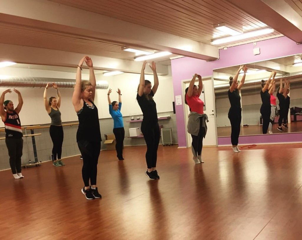 Man lærer teknikk og koreografi - og har det gøy mens man trener
