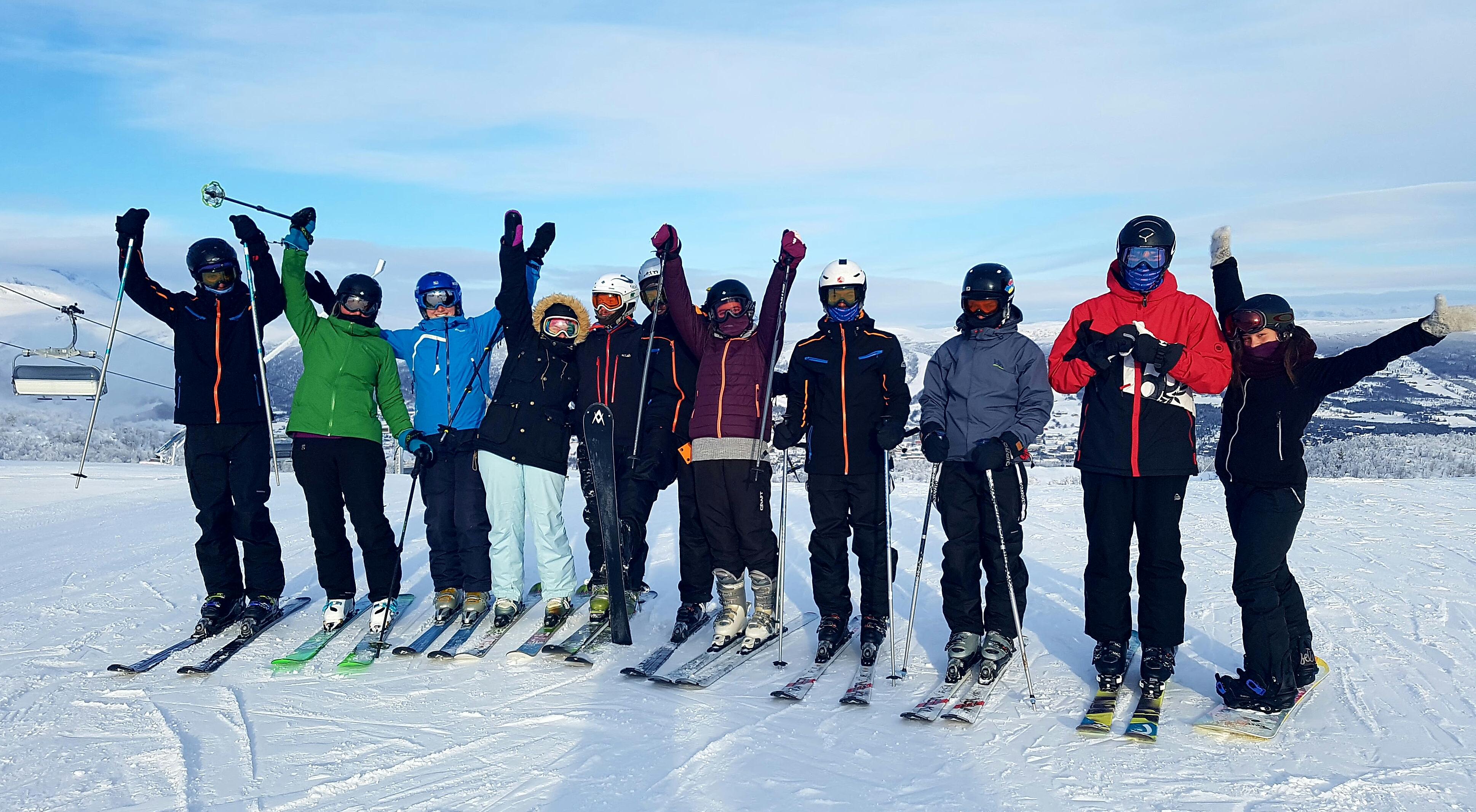 cd9b0e34 Norskklassen deltar på lik linje med andre elever på både fellesfag og  valgfag, og har hatt mye gøy i det lokale alpinsenteret.