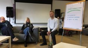 Sveinung Skaalnes fra Hyper Island i Stockholm er på SKAP folkehøyskole for å undervise både elever og det lokale næringslivet i innovasjon og skaperkraft