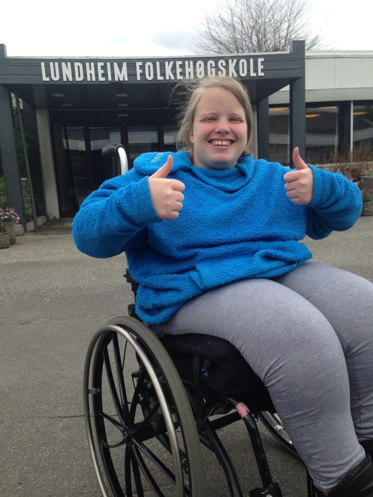 Jeg har alltid drømt om at de rundt meg skal se meg for den jeg er i stedet for å se rullestolen. Den drømmen gikk i oppfyllelse da jeg begynte her, sier Nine om sitt år på Lundheim folkehøgskole.