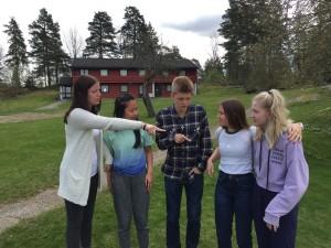 De fem Follo-elevene har blitt gode venner på det året de har gått på skolen rett sør for Oslo