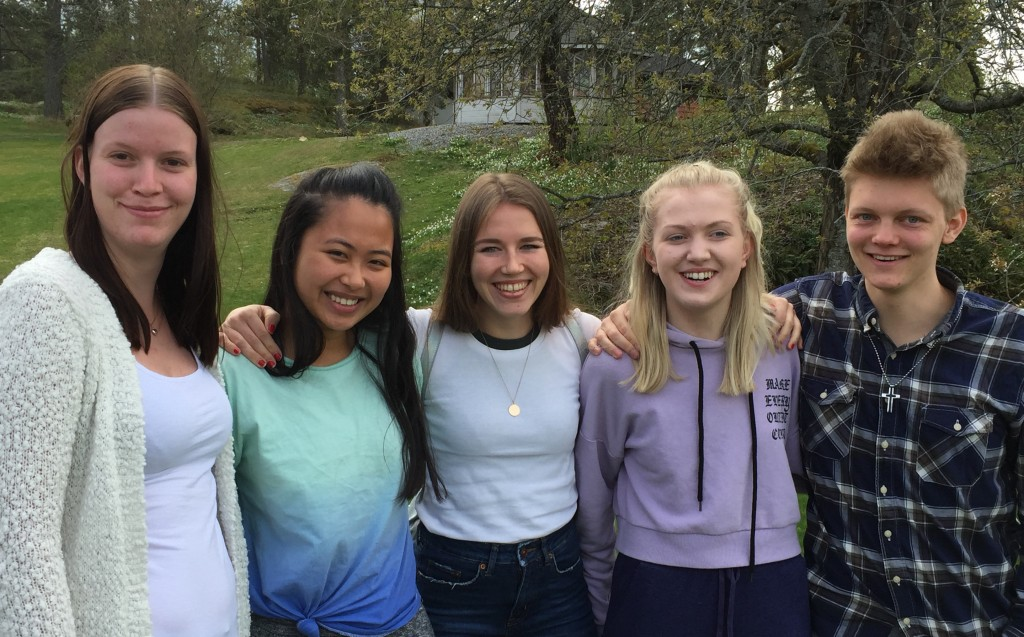 Andrea, Yvonne, Sofie, Sigrid og Tomas er fornøyd med sitt år på Follo folkehøgskole