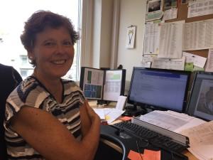 Britt Soot, som jobber på kontoret til Follo folkehøgskole, forteller at skolen legger stor vekt på at alle har romkamerater de trives i lag med