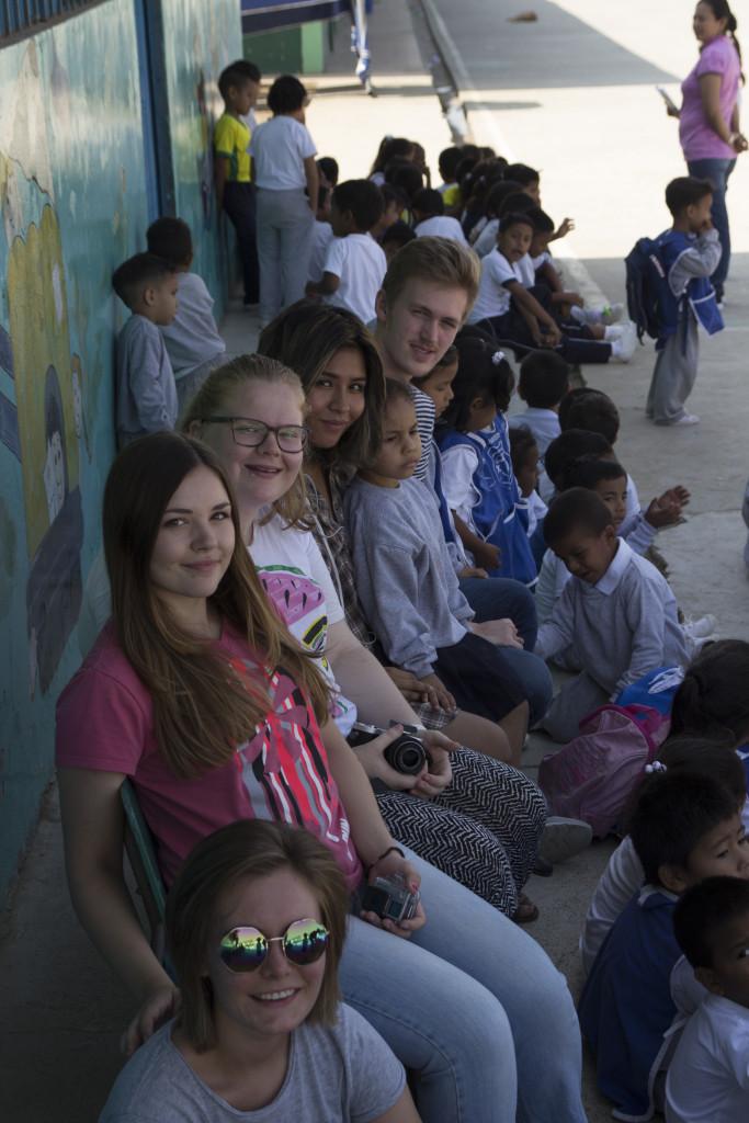 - I Ecuador jobbet vi gjennom Misjonsalliansen på en barneskole og på et senter for funksjonshemmede. Vi var en slags lærerassistent, og lekte mest med de minste barna, forteller Linnea.
