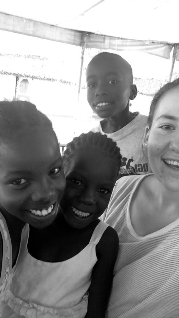 - Folkehøgskolen har 20 fadderbarn som vi betaler skolegang for, gjennom prosjektet «heart to heart» som drives lokalt i Kenya. Vi besøkte hver vår familie da vi var der nede, som alle får støtte til skolegang, sier Hanna.