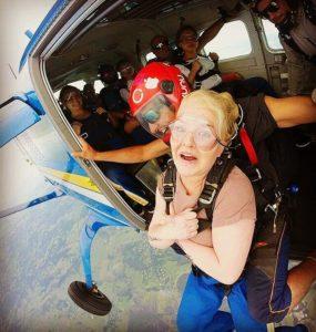 Mange folkehøgskoleelever ønsker å teste sine grenser. For noen betyr det et enkelt fallskjermshopp og for andre er det et helt år med ulike typer luftsport som for eksempel paragliding.