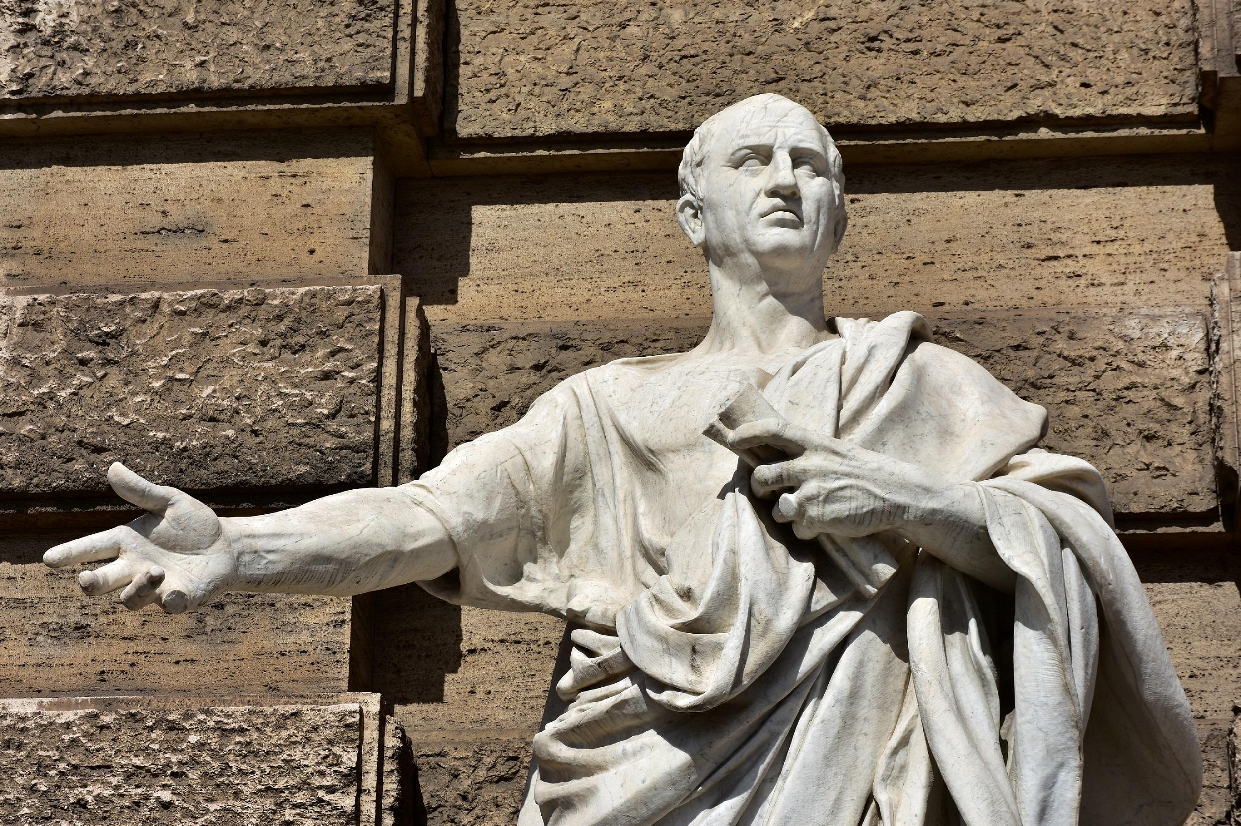 Statue av gammel romersk dikter Cicero
