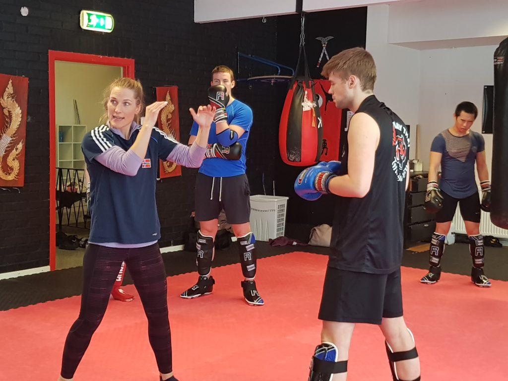 Thea Næss undervisning kickboksing Skogn folkehøgskole