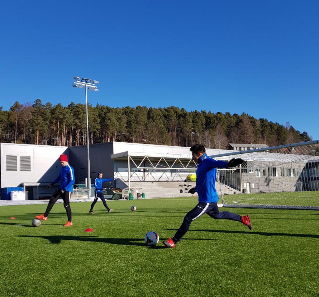 Fotball MOlde folkehøgskole elever fornøyde gode treningsfasiliteter