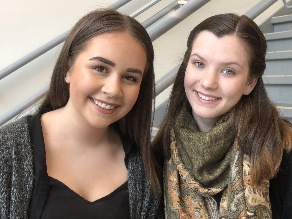 Elevene Nora og Kristine synes det er viktig at Ringerike folkehøgskole har kurstilbud for funksjonshemmede