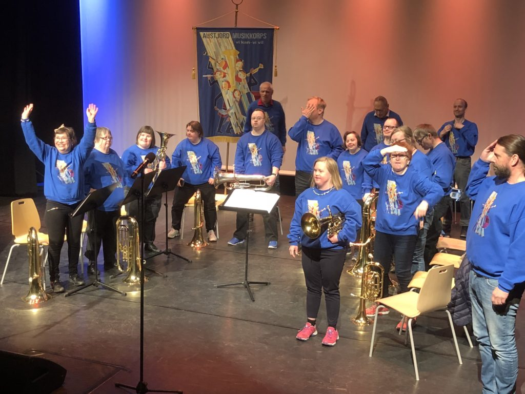 Etter flott spilling, kunne Austjord musikkorps ta imot applausen