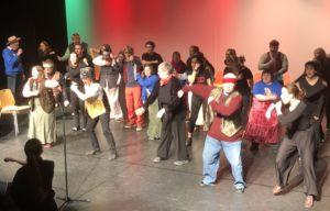 Elever og kursdeltakere viste fram en forrykende linedance