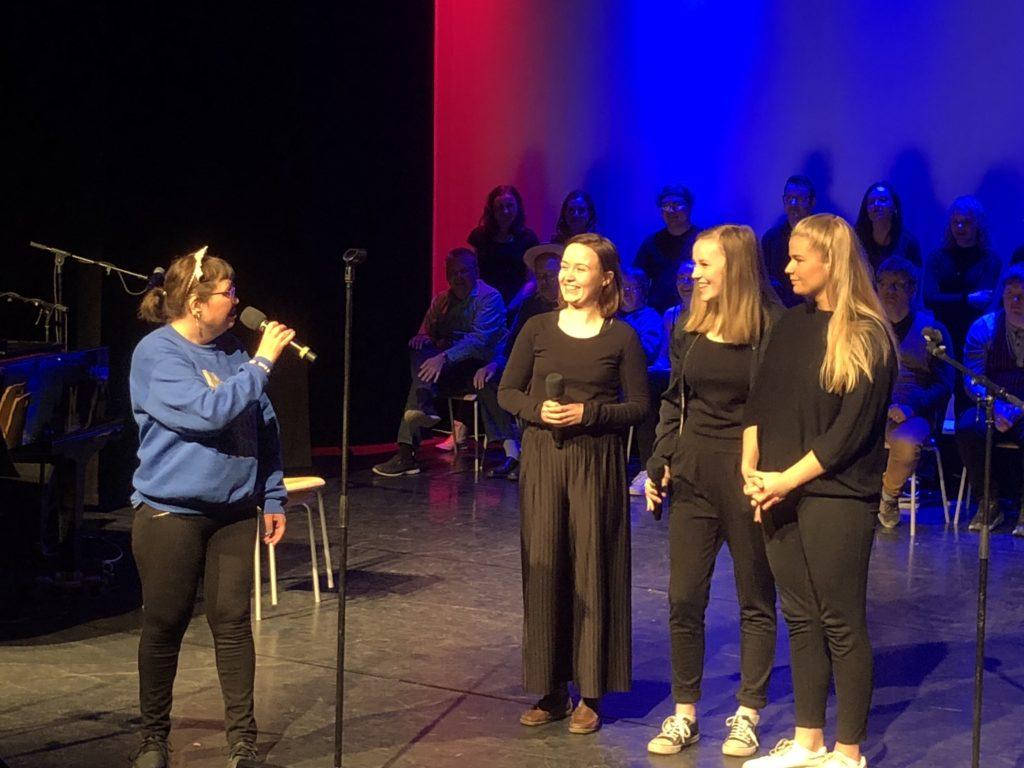"""Hanne sang """"Lys og varme"""" sammen med tre elever fra Ringerike folkehøgskole"""