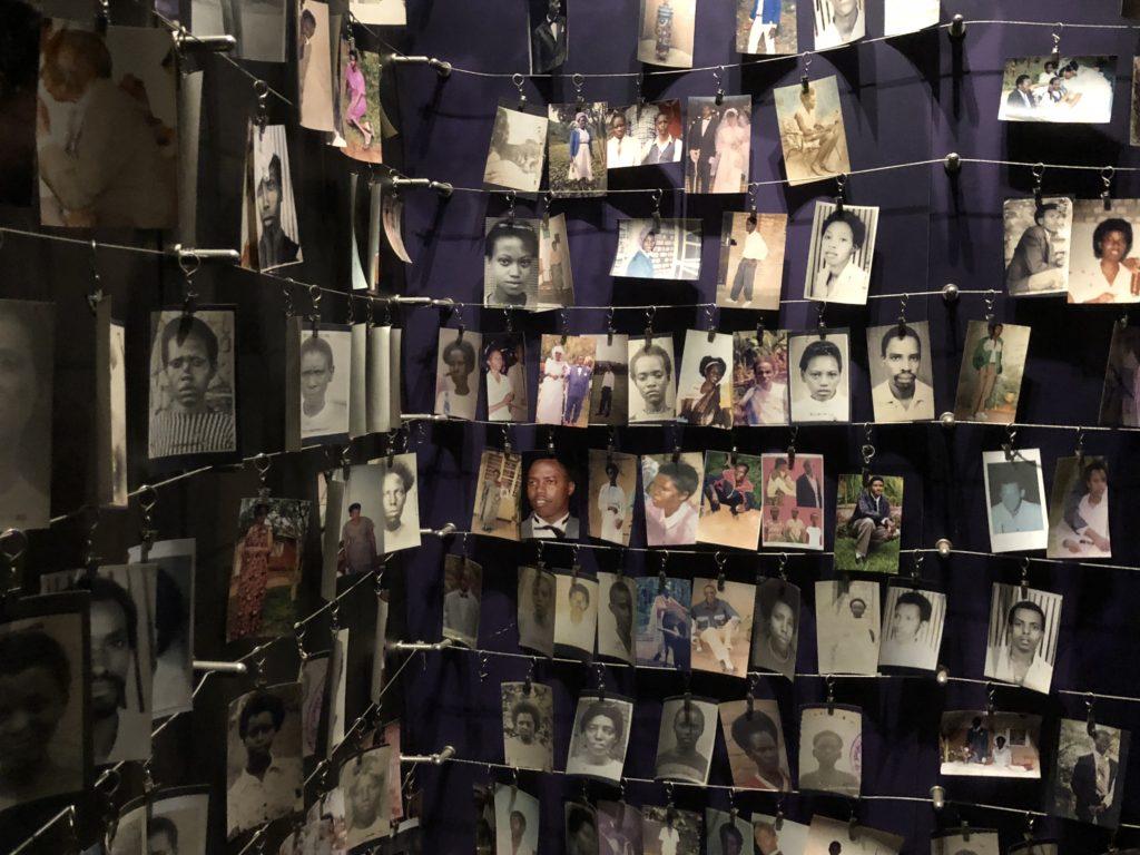 På Genoside Memorial var det et trist billedgalleri med noen av dem som ble drept i forbindelse med folkemordet i Rwanda