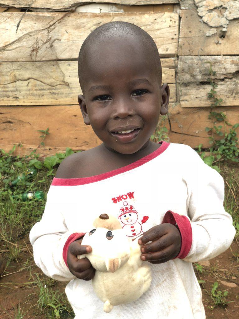 Prosjektet i Kampala tiltrakk seg mange nysgjerrige barn fra området