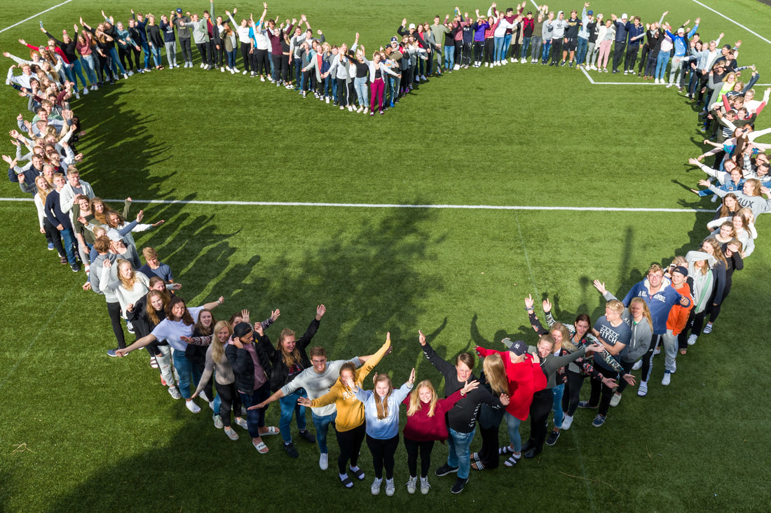 skolestart, folkehøgskole, folkehøyskole, elever, hjerte av en flokk mennesker