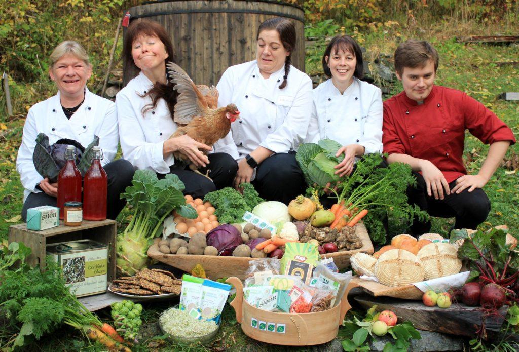 Fosen folkehøgskole, kokker, kjøkkenteam, økologisk mat, høne, matpris