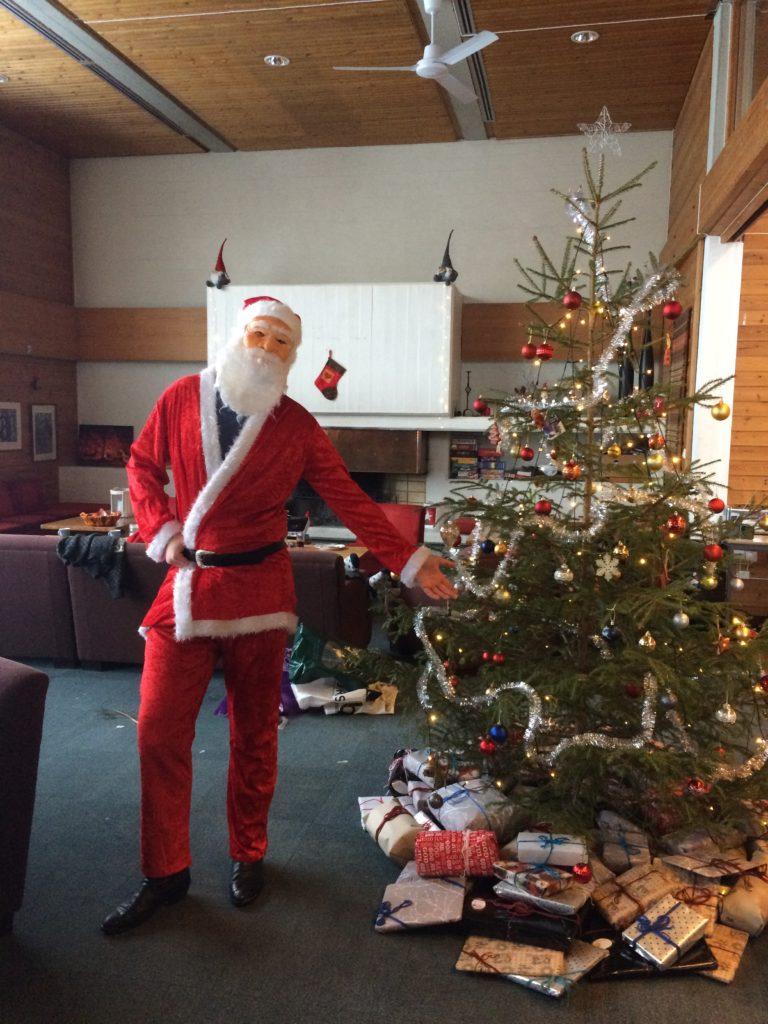 Julenisse gaver juletre Seljord folkehøgskule