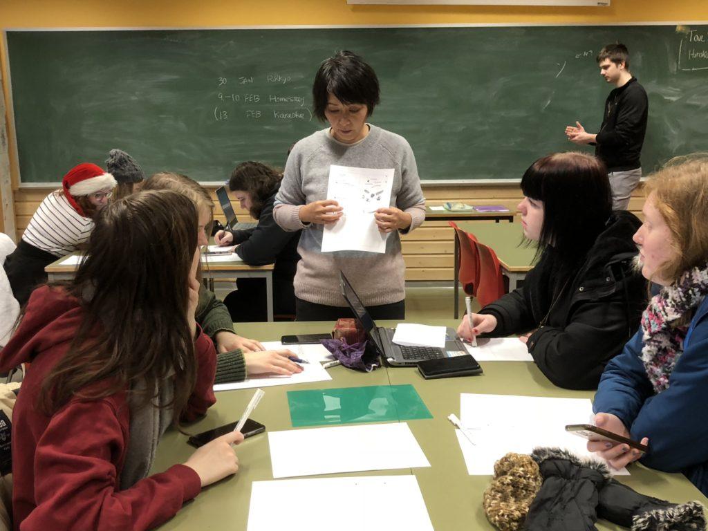 Man kan lære både japansk, kinesisk og koreansk på norske folkehøgskoler. Her fra undervisning i japansk språk og kultur ved Namdals folkehøgskole