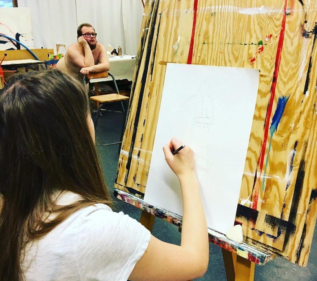 Du bør søke folkehøgskole nå om du vil slippe løs din indre kunstner. Bilde fra Agder folkehøgskole