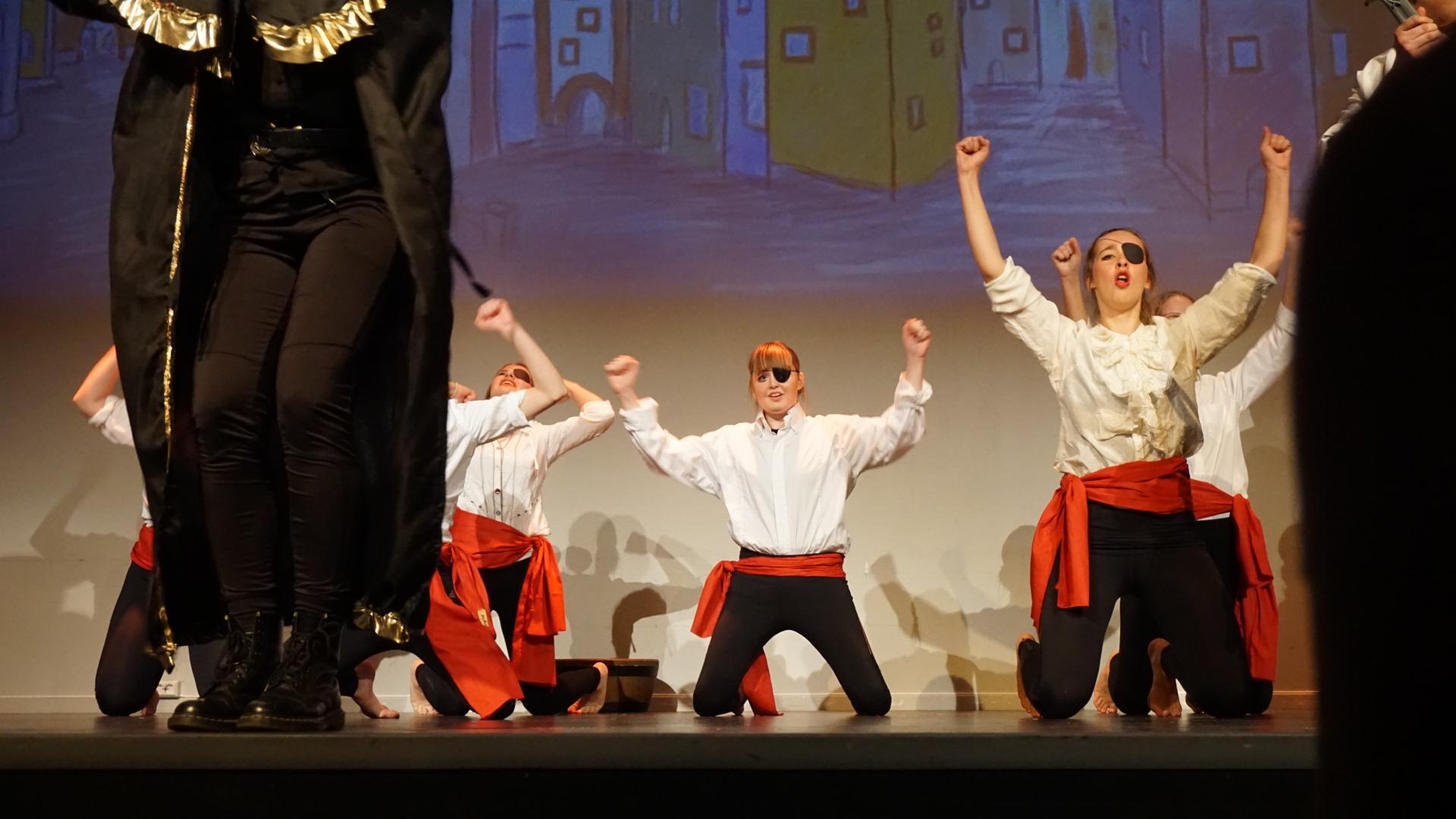 Jenny dans musikal Kardemommeby Ålesund folkehøgskole
