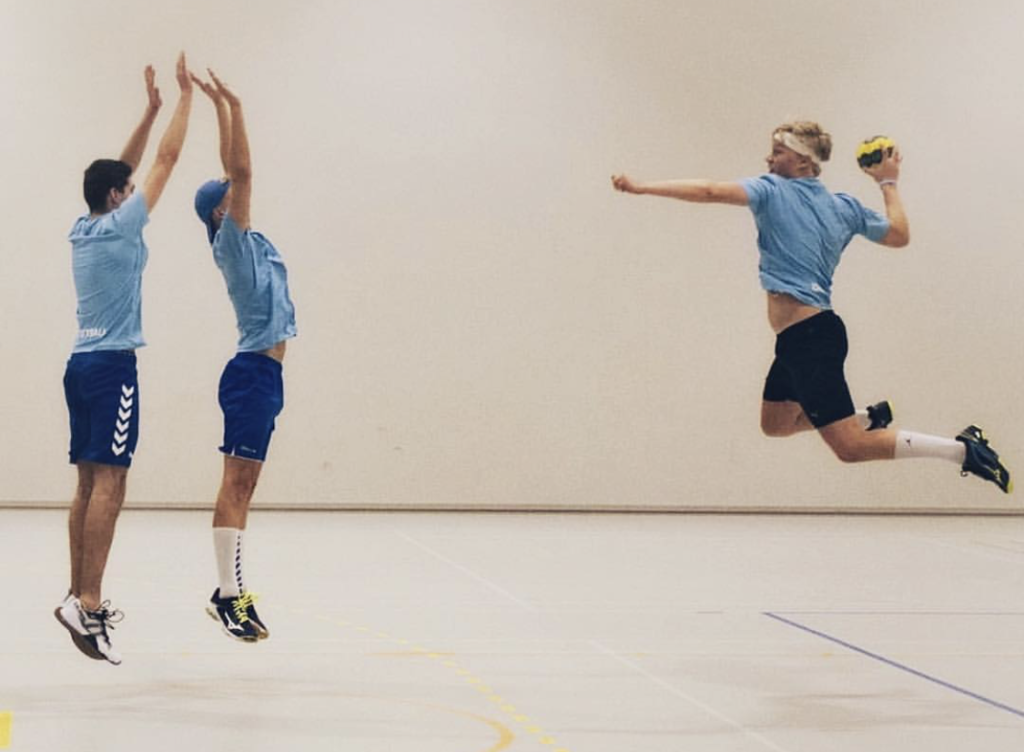 Du bør forte deg om du vil spille håndball et år. Bilde fra Rønningen folkehøgskole