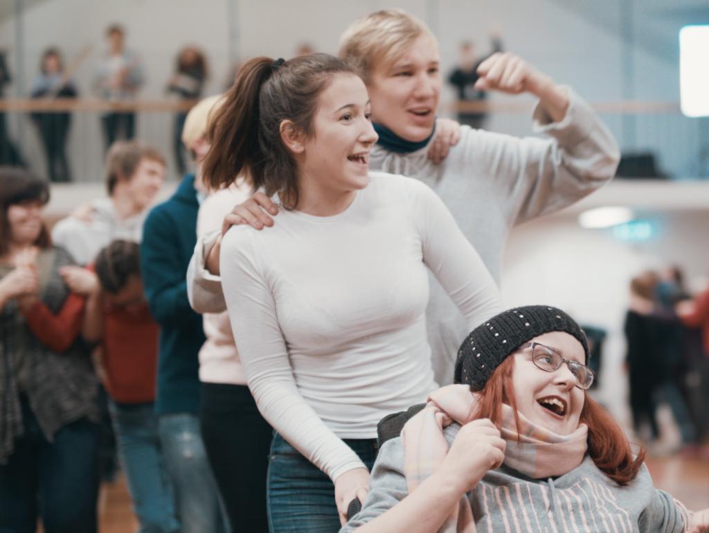 Bilde av glade personer på helsedans.