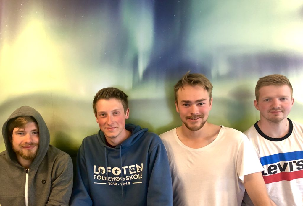 4 unge menn, yrkesfaglig bakgrunn, søke folkehøgskole, lofoten folkehøgskole