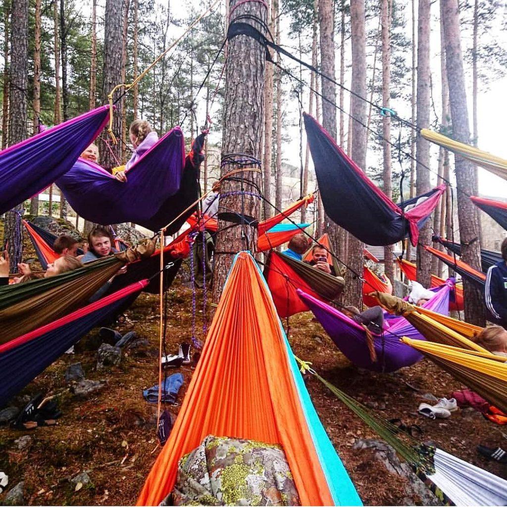 hengekøyer i skogen Valdres folkehøgskole