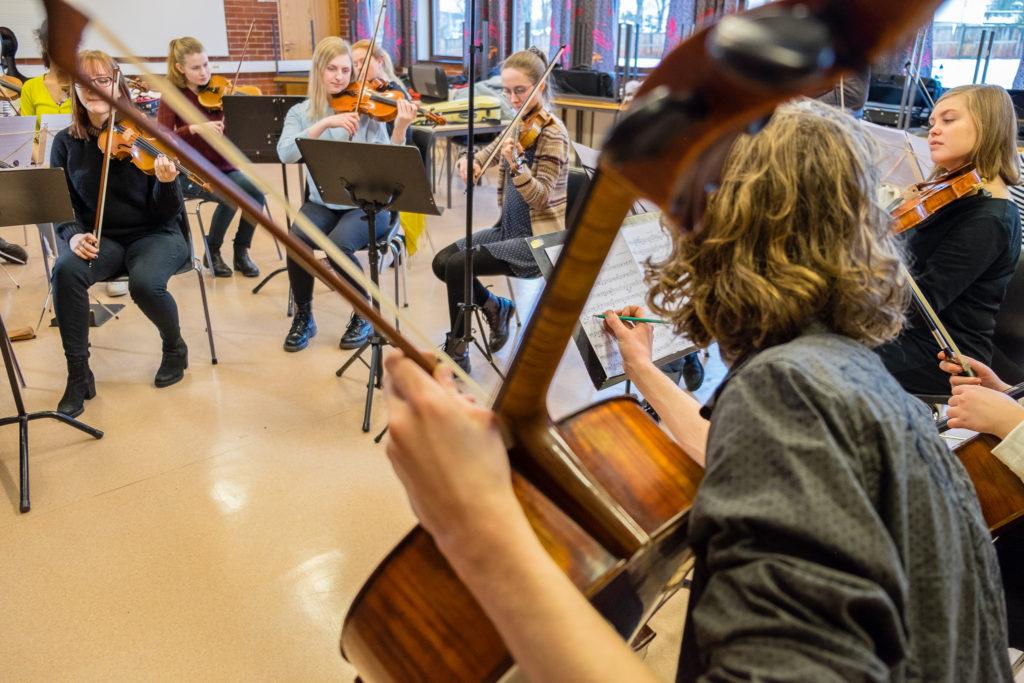 Musikk orkester elever Toneheim folkehøgskole