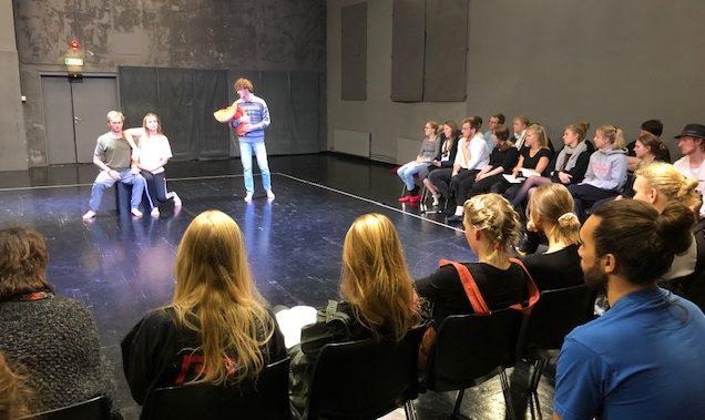 Marthas gruppe hadde i oppdrag å inkludere en redningsvest i teaterstykket sitt