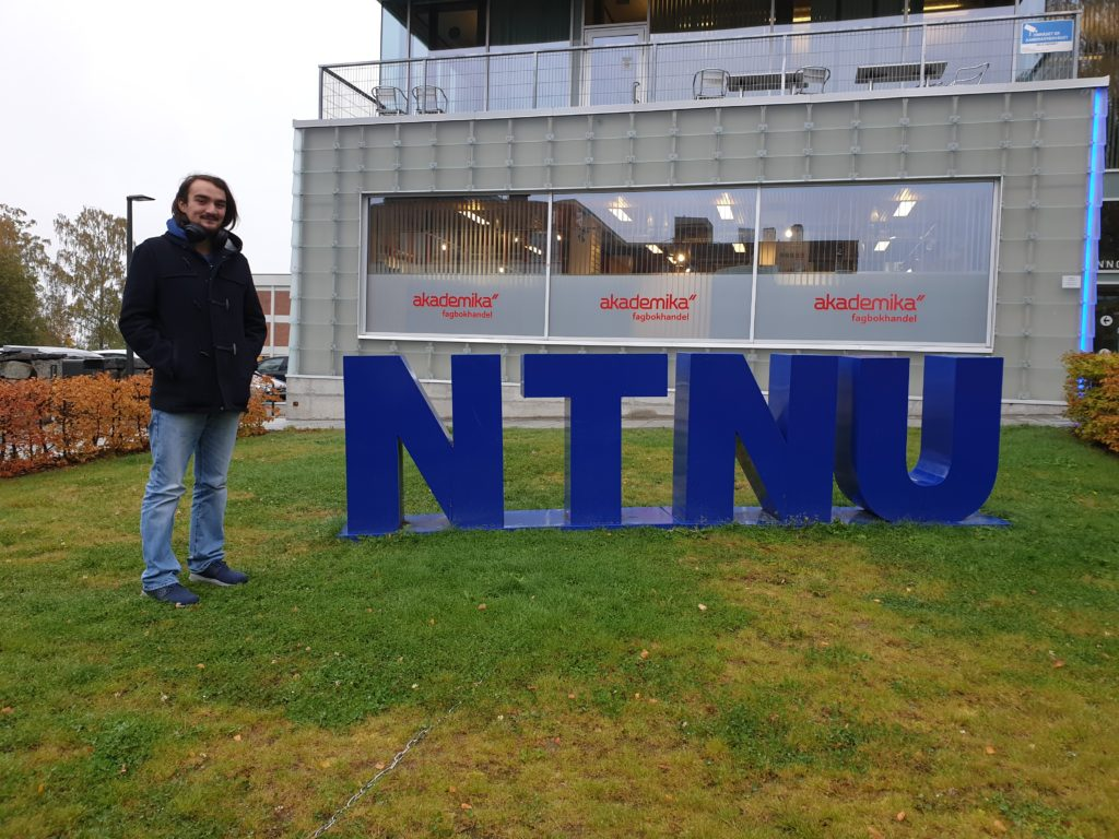 Benjamin student NTNU skilt
