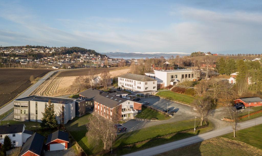 Skogn folkehøgskole oversiktsbilde bygninger