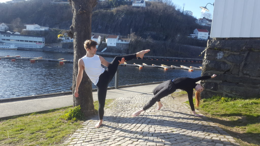 Jesper og medelev, moderne dans ute