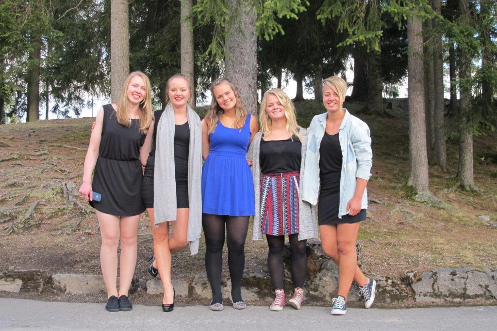 fem jenter, venner, Hedmarktoppen folkehøyskole
