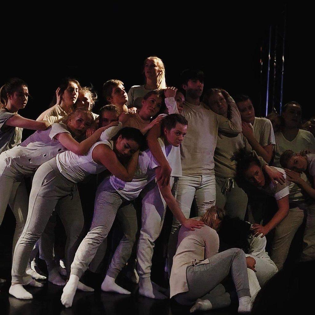 Danseforestilling, gruppebilde