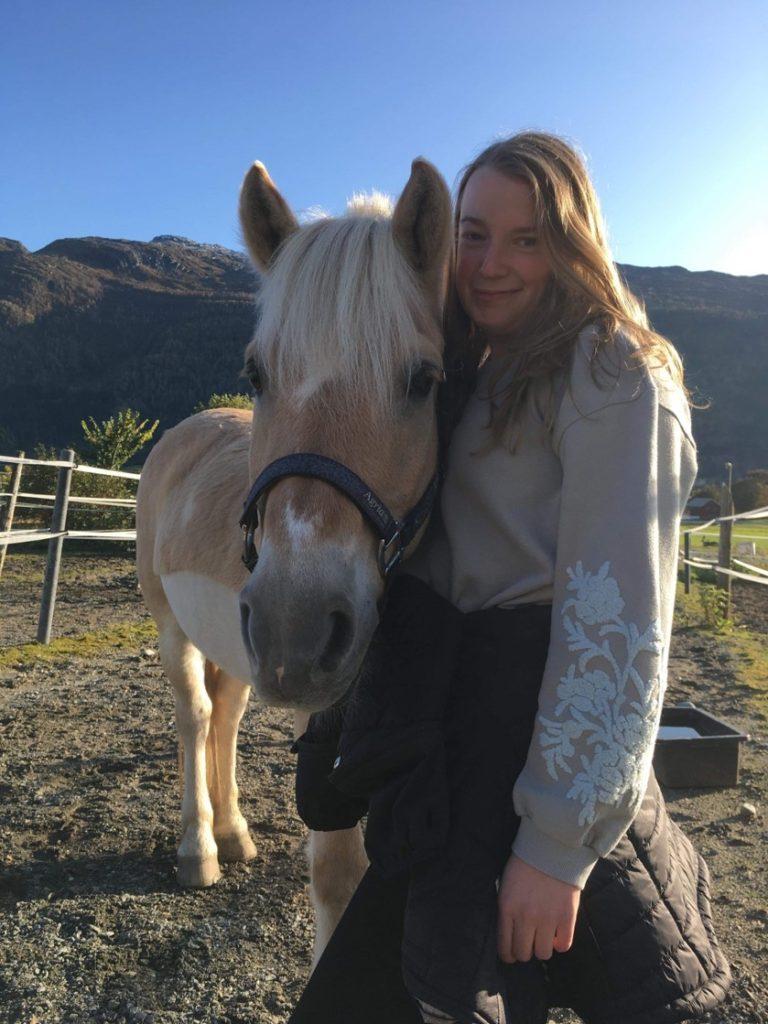 Eline og GussGuss, hest