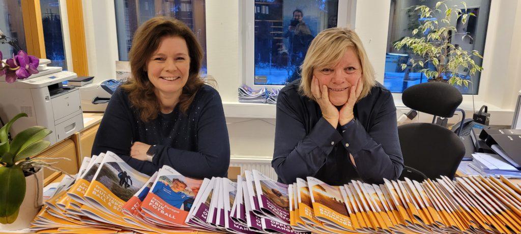 Kristin Vigestad Valderhaug og Bente Søgnen Blindheim gleder seg over store mengder søknader til Ålesund folkehøgskole