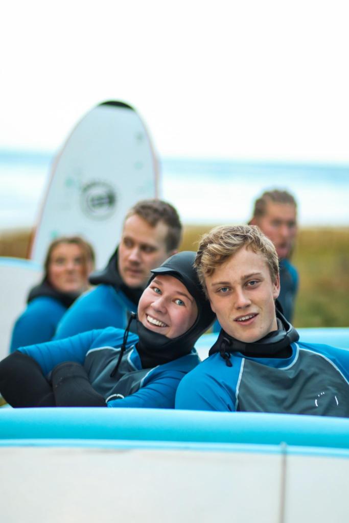 surfing, elever Sogndal folkehøgskule, våtdrakter