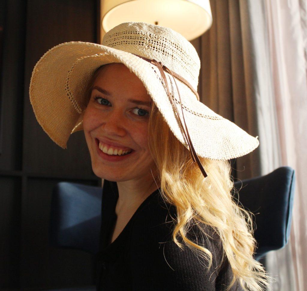 Maria Sandlie Johansen, portrett, hatt
